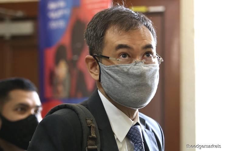 1MDB前总执行长Datuk Shahrol Azral Ibrahim Halmi今日在吉隆坡法庭大厦。(摄影:Sam Fong/The Edge)